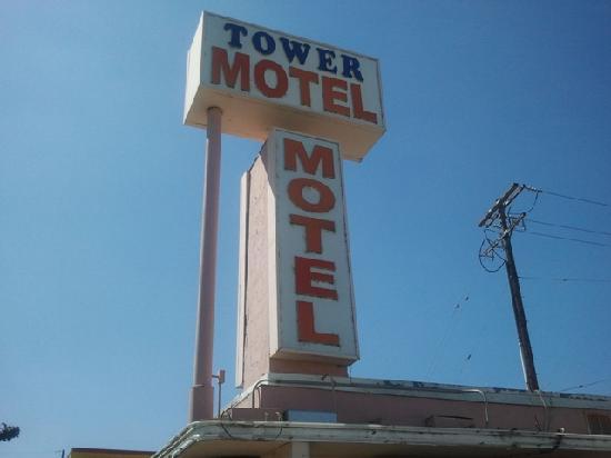 Tower Motel Long Beach: Motel sign
