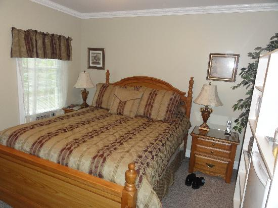 Accommodations Niagara Bed and Breakfast: Falls Suite