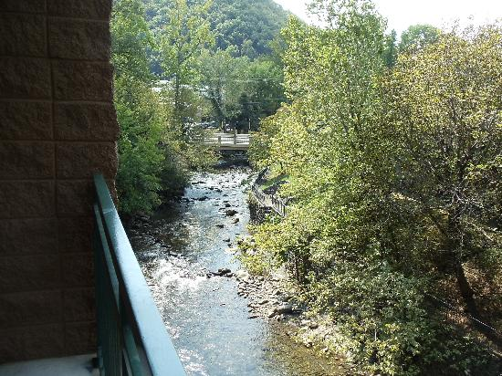 Old Creek Lodge: View from our 3rd floor balcony