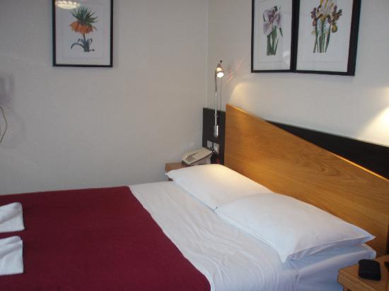 Comfort Inn Buckingham Palace Road : Double bed