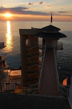 Palmira Palace Resort & Spa: Beach Access