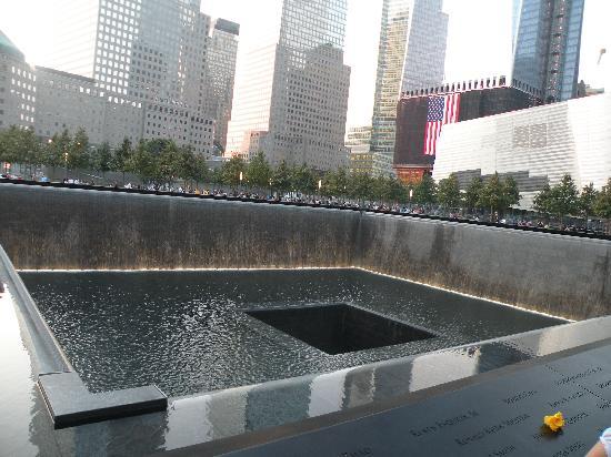 อนุสรณ์ 9/11: North Pool