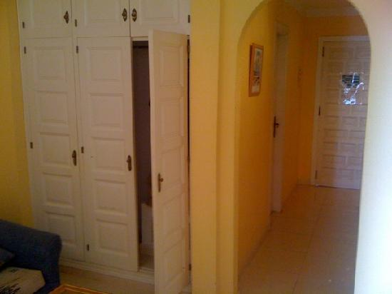 Paraiso Royal : Tv room to kitchen