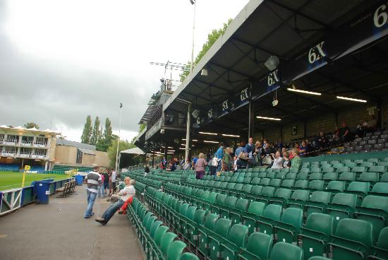 Recreation Ground: Stand filling up