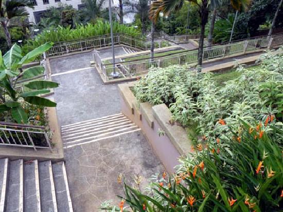 Taman Wawasan : Stairs in the midst of greenery.