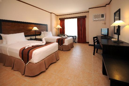 Hotel Tropika Davao: Beautifully furnished guest rooms.