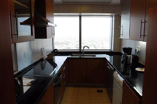 Al Salam Hotel Suites: Modern kitchen