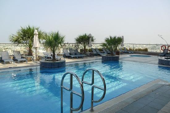 Al Salam Hotel Suites: Rooftop pool