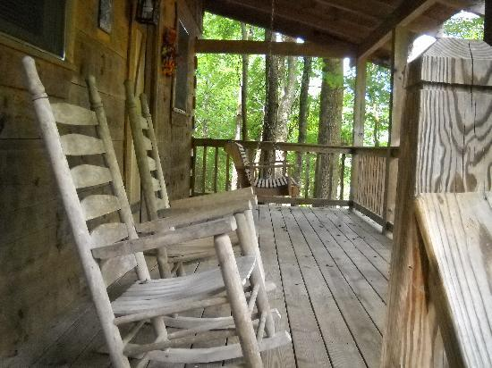 Tremont Outdoor Resort: The porch is awesome.