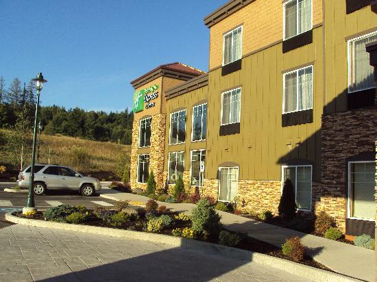 Holiday Inn Express Hotel & Suites North Sequim: Front of the hotel