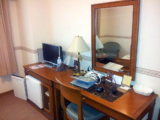 Hotel Bel Air Sendai: Schreibtisch
