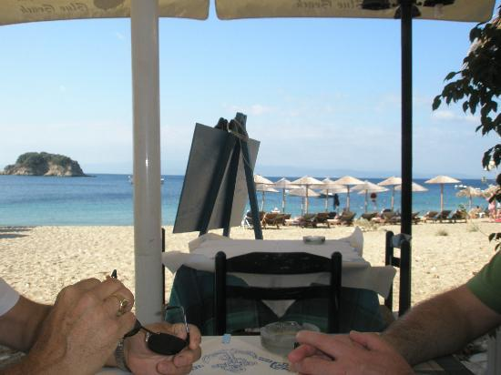 Filia Studios & Apartments: Taverna on Troulos Beach