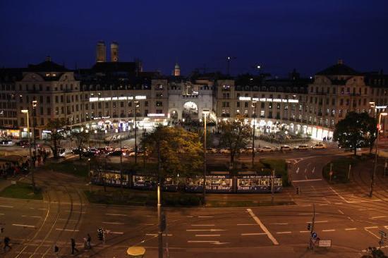 Hotel Koenigshof: ホテルの部屋からの夜景