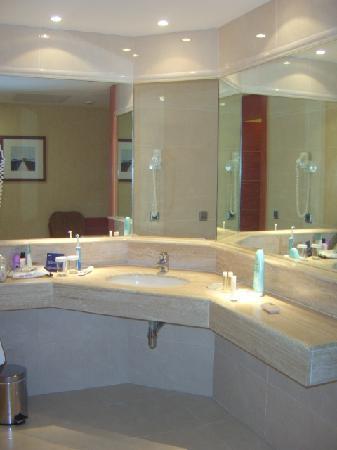 Barcelo Fuerteventura Thalasso Spa: area outside bathroom