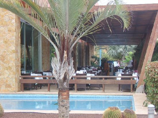 Barcelo Fuerteventura Thalasso Spa: Outside dining area