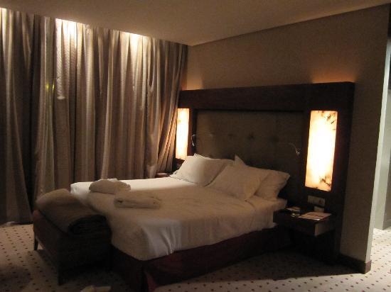 Las Caldas, España: Habitacion cama y cabecero