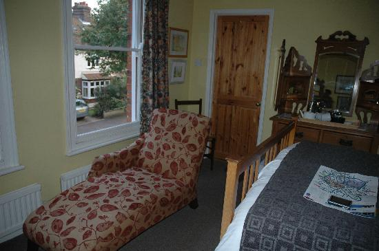 Number 15 Bed and Breakfast: Room 1 - nice chaise long