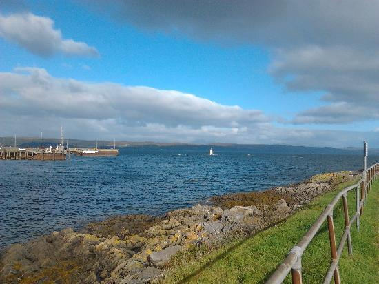 Western Isles Guest House: view of Skye to the right of TWI
