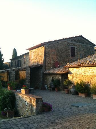 Agriturismo La Crociona: some of the properties