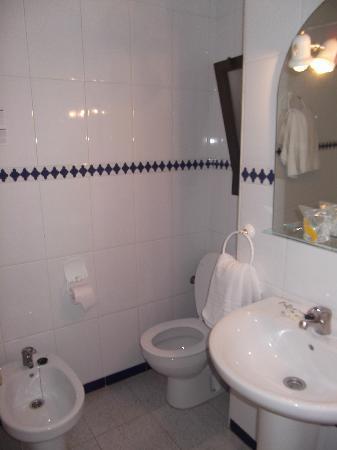 Hotel Medina Azahara: Bathroom