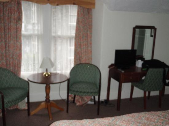 The Lamplighter: Sitting area with desk & TV