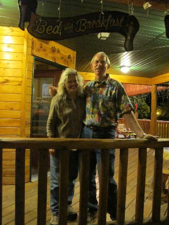 Mountains To Prairies Bed and Breakfast: Linda & Sam : great people !