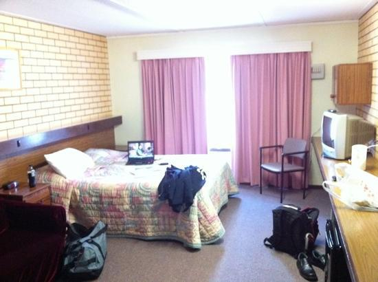 Lachlan Way Motel: room
