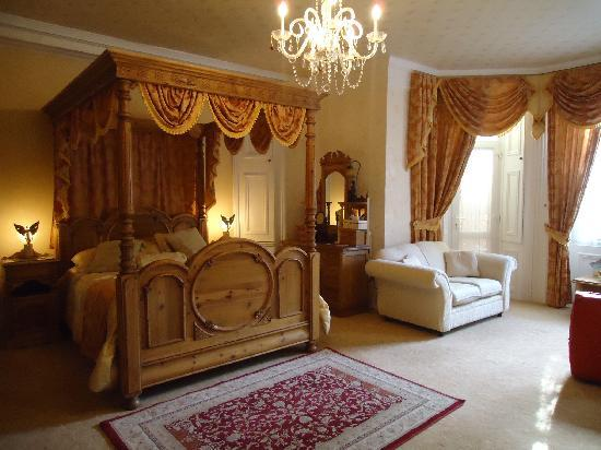 Enchanted Manor: room