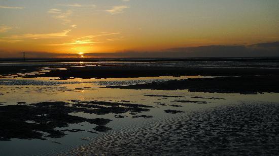 Hotel Villa les Bains : Sun set Houlgate, Normandy France