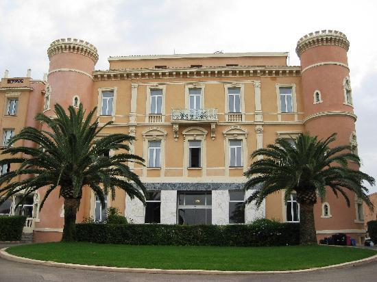 Hotel napoleon bonaparte huvud entr n picture of langley for Hotels ile rousse