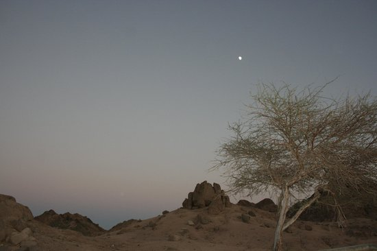 Sharm El Sheikh, Égypte : Moonrise in desert