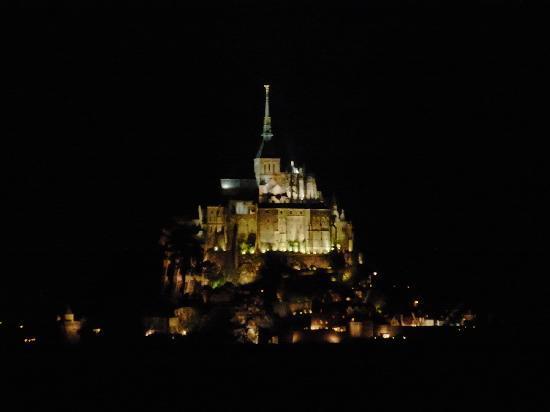 Hotel Mercure Mont Saint Michel: ホテルから歩いて5分程で、この景色が登場!