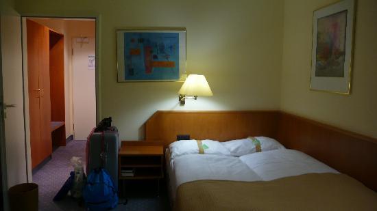 Holiday Inn Muenchen Unterhaching : Bed