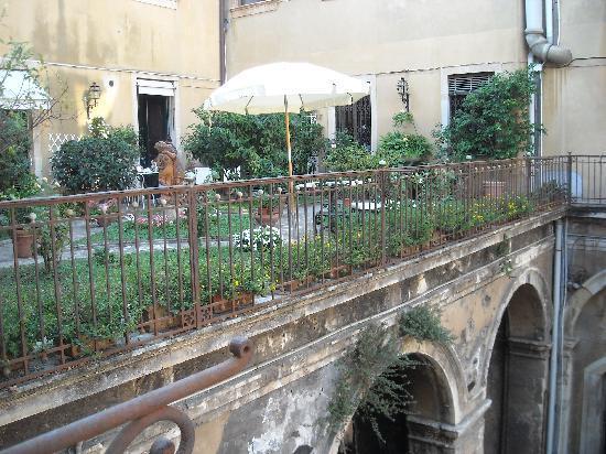 B&B Palazzo Pennisi di Floristella: il giardino pensile 1