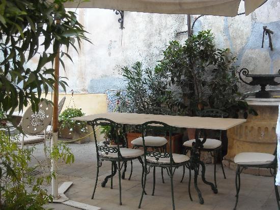 B&B Palazzo Pennisi di Floristella: il giardino pensile 2