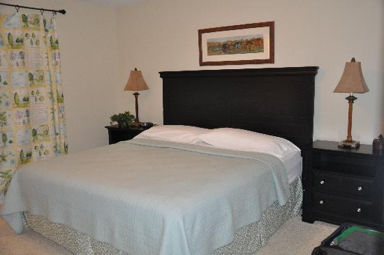 Edgewater Resort: Master Bedroom