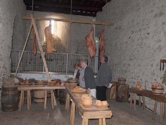 Dover Castle: Medieval kitchen in the main tower