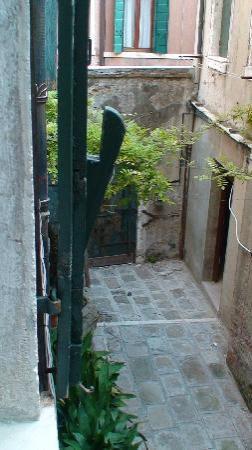 ch 208 vue sur cour - Picture of Casa Nicolo Priuli, Venice ...
