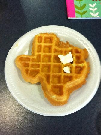 Best Western Comanche Inn: Texas waffles