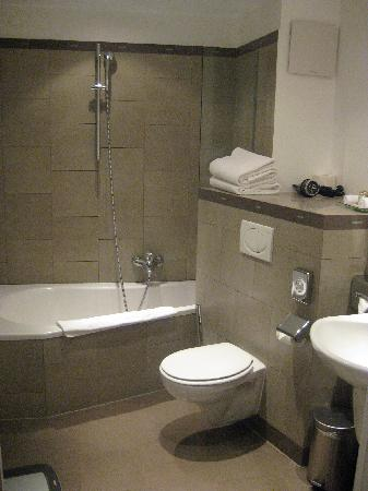 Hotel Parc Beaux-Arts Hotel Luxembourg : amazing bathroom