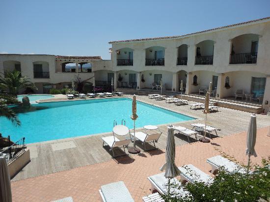 Hotel Petra Bianca: Vista della piscina