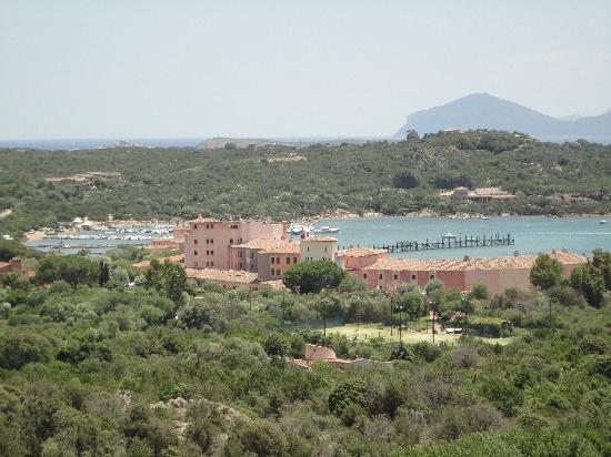 Hotel Petra Bianca: Panorama dalla piscina