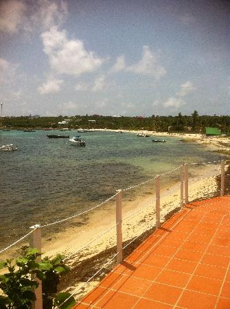 أراواك بيتش إن: The Arawak sits on this Harbor