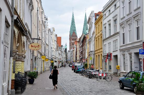l beck innenstadt is right outside this hotel picture of hotel zur alten stadtmauer lubeck. Black Bedroom Furniture Sets. Home Design Ideas