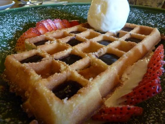 Grill Bar: Traditional waffle with ice cream