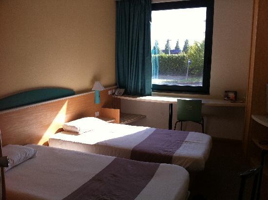 Ibis Firenze Prato Est: Twin Bedroom