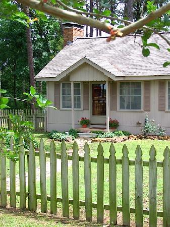 Oak Manor Bed & Breakfast/Pine Grove Cottages: Pine Grove Cottage on Pine Grove Lake