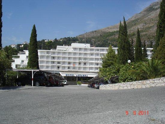 Mlini, Croacia: entrée de l'hotel
