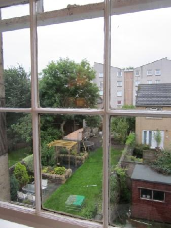 Culane House Hotel: View of the back garden from our room on the 1st floor.