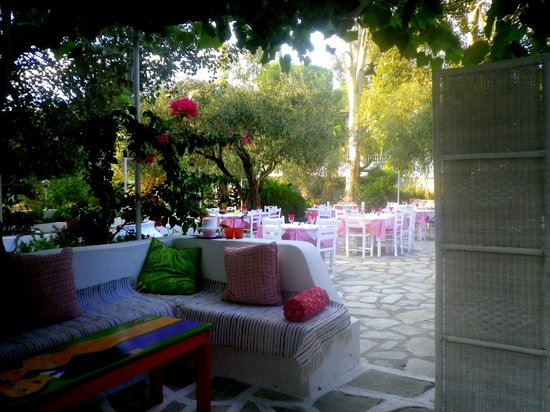 Taverna Stathis-Lia: Agge-Lia Terrace with Seatie